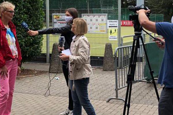 Birgit Palzkill wird interviewed