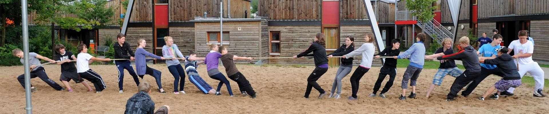 Headerbild Tauziehen im Sport- und Erlebnisdorf Hachen