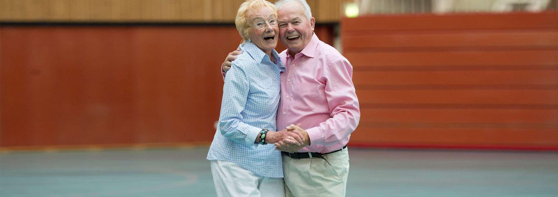 Teaser Freie Wohlfahrtspflege: Älteres Ehepaar tanzt