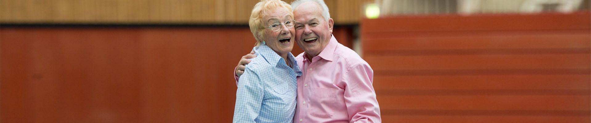 Freie Wohlfahrtspflege: Älteres Ehepaar tanzt