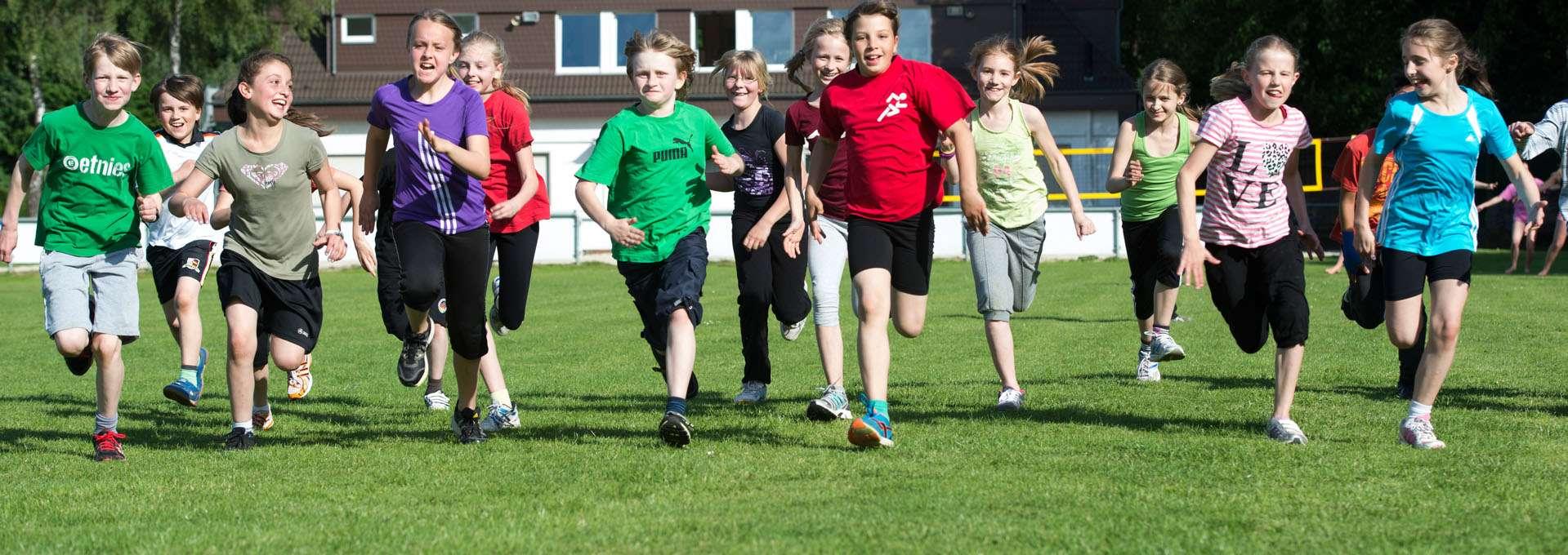 Teaser Anschrift des LSB NRW: Kinder rennen