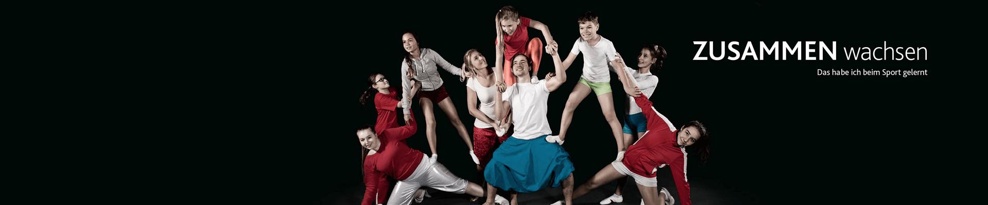 Teaser Entschlossen weltoffen: Kinder und Jugendliche bilden Pyramide