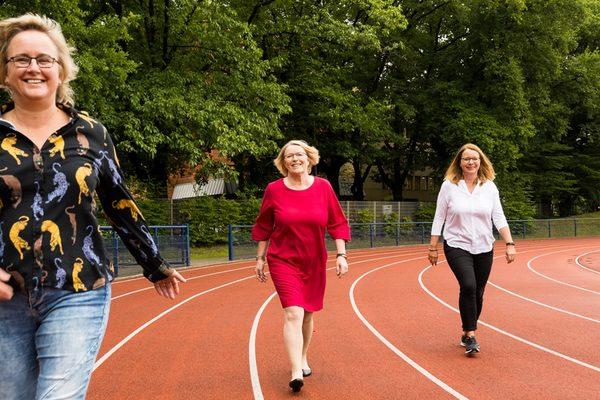 Drei Frauen auf der Tartanbahn