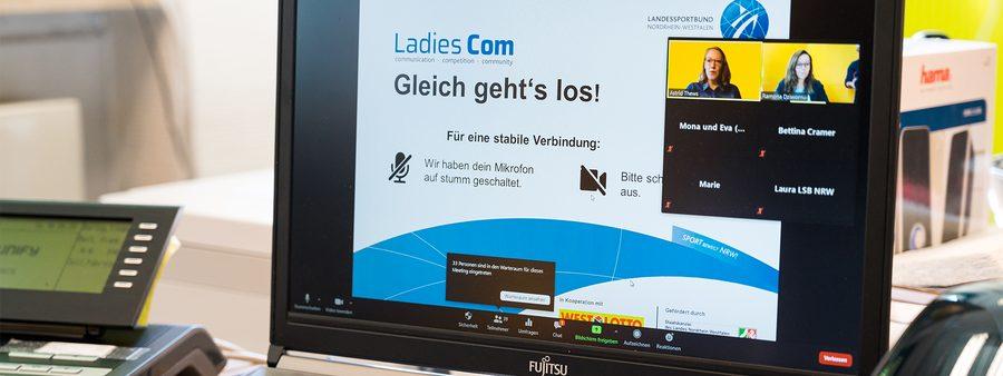 PC mit Videokonferenz