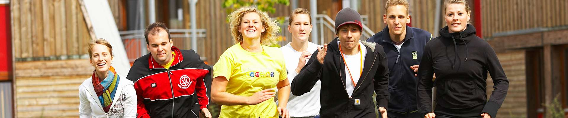 Headerbild Bilddatenbank: Jugendliche Laufgruppe