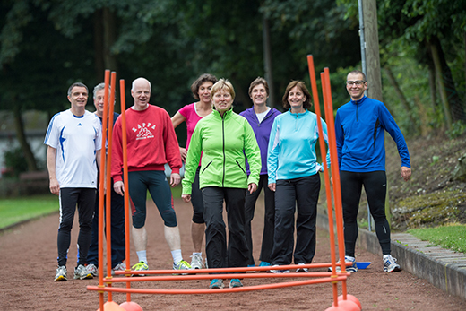 Senioren-Fitnessgruppe outdoor